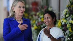 US Secretary of State Hillary Clinton talks with India's West Bengal state Chief Minister Mamata Banerjee on 7 May 2012