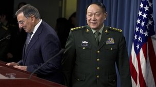 Leon Panetta and Liang Guanglie prepare for Pentagon press conference