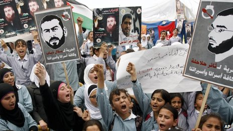 Palestinian schoolchildren demand the release of Bilal Diab and Thaer Halahla (6 May 2012)