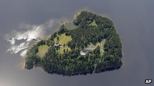 Anders Behring Breivik admits killing 69 people on the Norwegian island of Utoeya