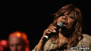Gloria Gaynor on stage