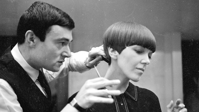 Vidal Sassoon cuts Mary Quant's hair