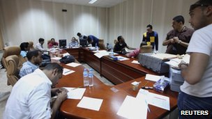 Electoral officials check over candidate application forms in Benghazi (3 May 2012)