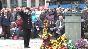 Police officer salutes memorial