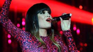 Jessie J singing