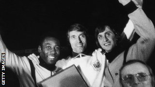 Paul van Himst (centre) with Pele (left) and Johan Cruyff (right)