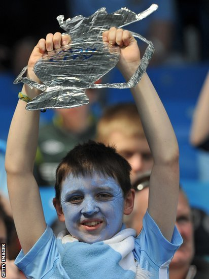 A young Manchester City fan