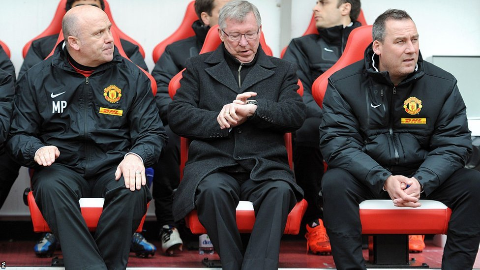 Manchester United manager Sir Alex Ferguson (centre)