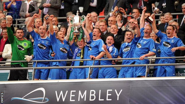 Dunton celebrate winning the FA Vase