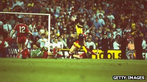 Michael Thomas scores last-minute goal in final match of 1988-1989 season