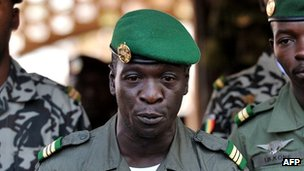 Malian coup leader Capt Amadou Sanogo address troops on 3 April 2012