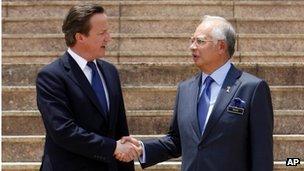 David Cameron and Najib Razak shake hands