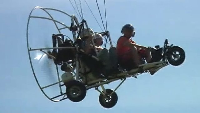 A paratrike in flight