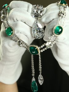 The Cullinan III and IV brooch and the Cullinan VII Delhi Durbar necklace and Cullinan pendant