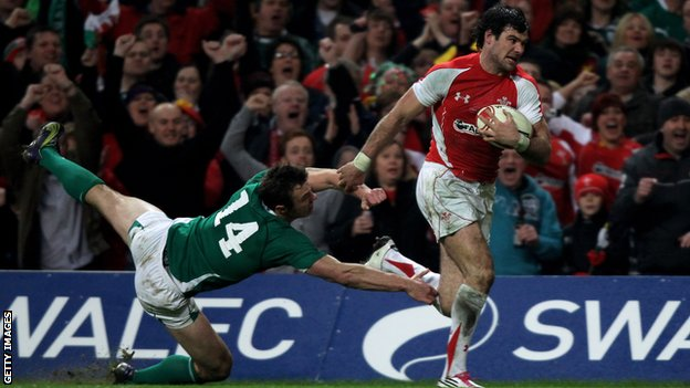 Mike Phillips scored a controversial try for Wales against Ireland in 2011
