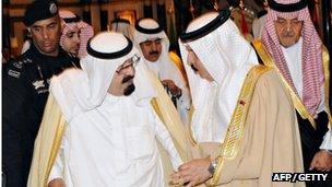 Saudi Arabia's King Abdullah bin Abdul Aziz (L) and Bahrain's King Hamad bin Issa al-Khalifa (R)