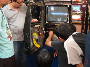 Students learn how to repair slot machines