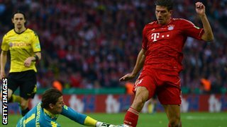 Mario Gomez (right)