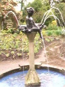 Lady Mairi fountain