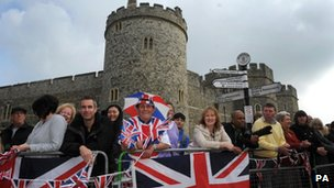 Crowds outside Windsor Castle
