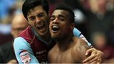 Ricardo Vaz Te (r) celebrates with James Tomkins