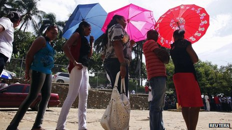 Voters queue in Santo Domingo to cast their votes in the Dominican Republic&#039;s election