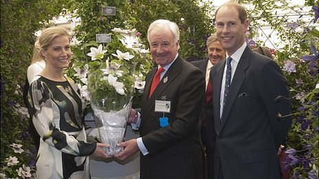 Guernsey Clematis' Raymond Evison and the Earl and Countess of Wessex at the Chelsea Flower Show