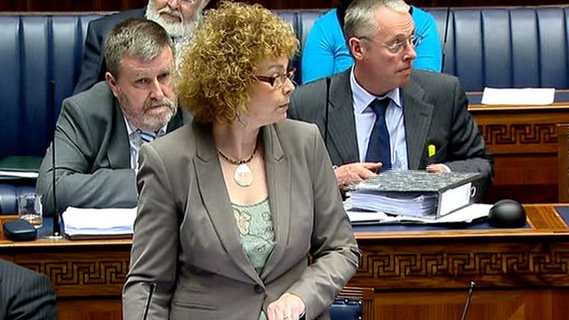 Caral Ni Chuilin addresses the assembly