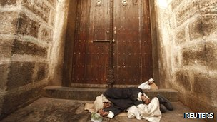 Homeless man sleeps outside the gate of the Grand Mosque in the Yemeni capital Sanaa (file picture from 16 May 2012)