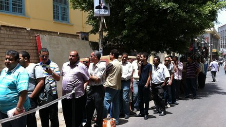 Polling station queue in Alexandria