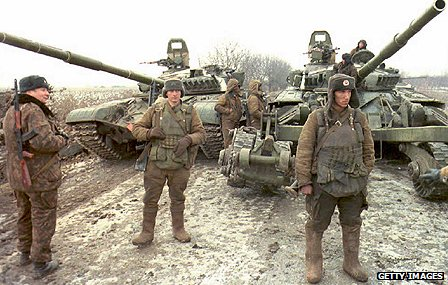 Russian troops move in on Grozny in 1994