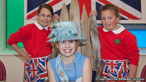 Three girls, one dressed as The Queen