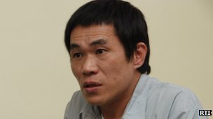 Chiou Ho-shun speaking to a journalist in the Taipei Detention Centre, May 2009 (Photo by: Wan-ru Chan, Radio Taiwan International)