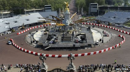 Preparations for the Diamond Jubilee concert outside Buckingham Palace