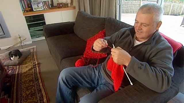 Warren Gatland knits Wales scarf for his sister