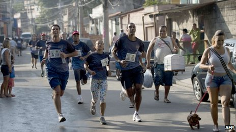 Runners at the Alemao shantytown in Rio