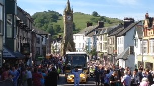 The crowds came out to welcome the torch in Machynlleth