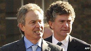 Tony Blair with Jonathan Powell (r)