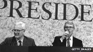 Douglas Hurd (l) and John Major at European summit, 1992