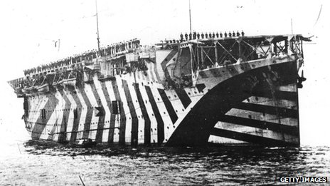 1918: The aircraft carrier Argus - painted in dazzle camouflage - on the Firth of Forth
