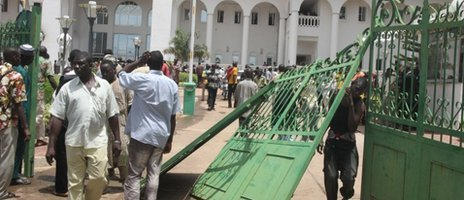Some of thousands of Malians protest on May 21, 2012 in Bamako after breaking the gates of the presidential palace