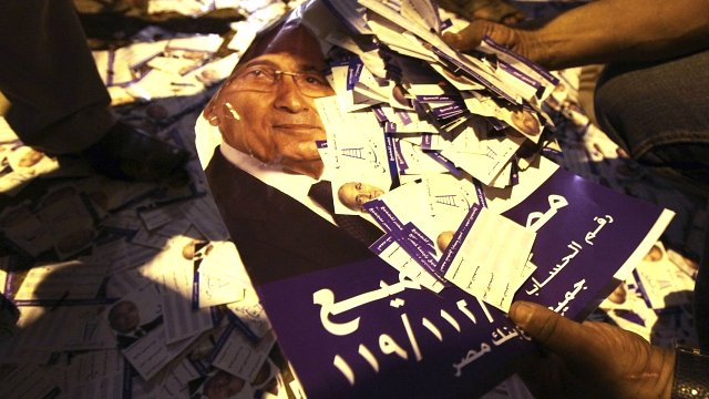 Flyers of Egyptian presidential candidate and former prime minister Ahmed Shafi