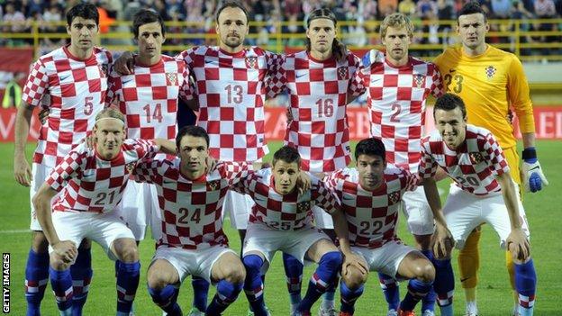 تقديم [ إيرلندا Vs كرواتيا ] الجولة الأولى من المجموعة C يورو 2012 م ~