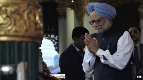 Indian Prime Minister Manmohan Singh at the Swedagon pagoda in Rangoon on 29 May.