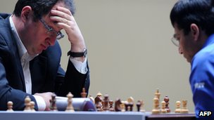 """Israel's Boris Gelfand (L) plays against India""""s Vishwanathan Anand during a tie-break of FIDE World chess championship match in State Tretyakovsky Gallery in Moscow on May 30, 2012"""