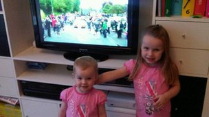 Children watching torchcam