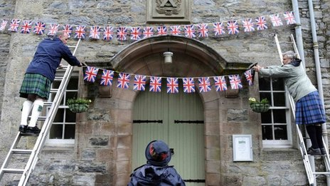 Residents in Blair Atholl hanging Union flags