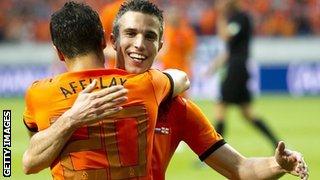 Robin van Persie congratulates Ibrahim Afellay