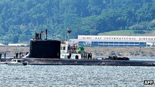US Navy submarine USS North Carolina arrives in Subic Bay in the Philippines, May 2012