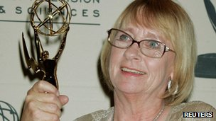 Kathryn Joosten with her Emmy Award in 2005